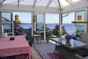 Glas-skydedøre og udsigt